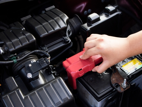 How to inspect a vehicle: check the battery condition