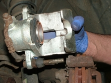 How to change a brake caliper: step 06
