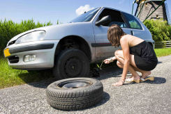 How to jack up a car and change a tyre