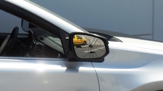 How to replace a car wing mirror