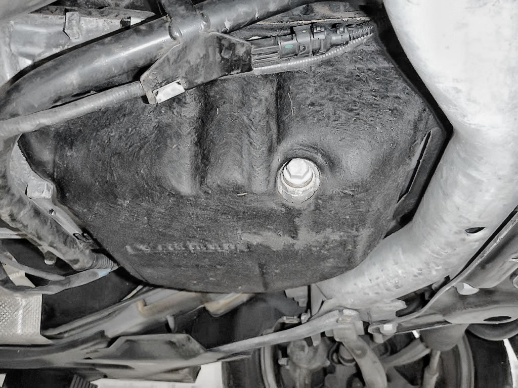 how to do an oil change Plus, an oil change is the most important task you can do to make your engine last we'll teach you how to change oil and how to extend oil life changing oil isn't brain surgery—you probably did it yourself years ago.