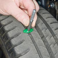 Checking tyre condition Dodge Caliber 2006 - 2010 Petrol 2.0