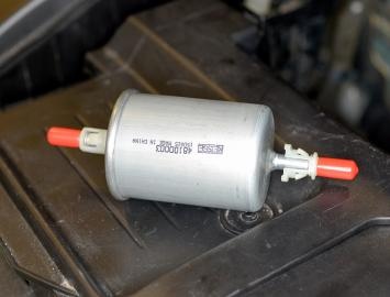 fuel filter replacement haynes publishing 2004 Volvo Fuel Pump