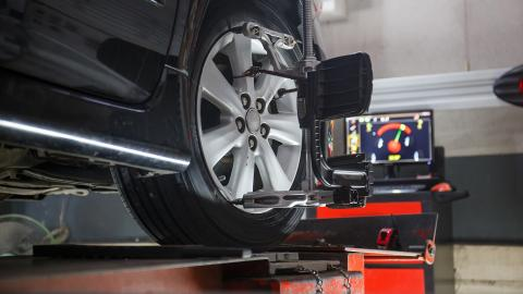 Setting wheel alignment correctly
