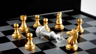 how chess pieces move