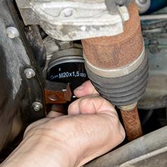 Lincoln Navigator (1998 - 2012) 5.4 V8 - Oil filter change - Haynes ...