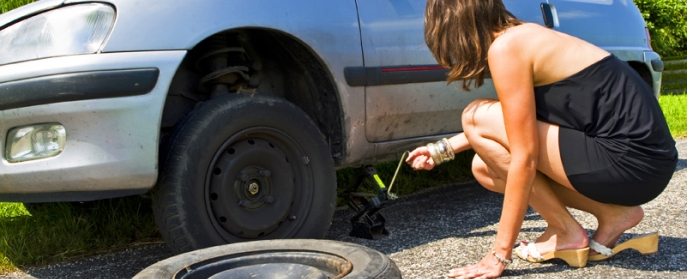How to jack up a car and change a tire
