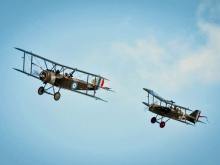 WW1 bi and tri-plane dogfight