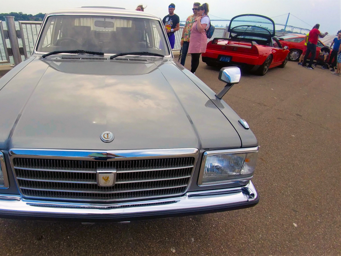 The traditional luxury look at the front of the Toyota Crown